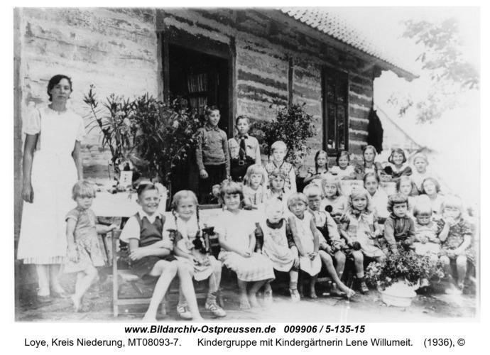 Loye, Kindergruppe mit Kindergärtnerin Lene Willumeit