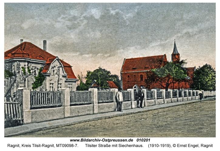 Ragnit, Tilsiter Straße mit Siechenhaus