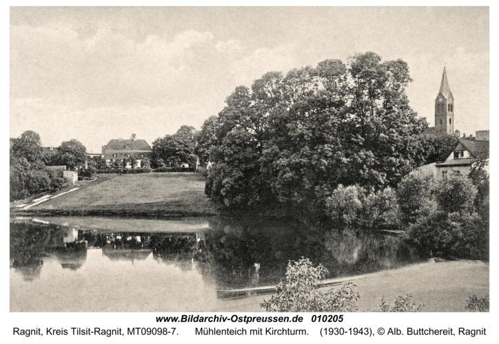 Ragnit, Mühlenteich mit Kirchturm
