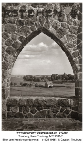 Treuburg, Blick vom Kreiskriegerdenkmal