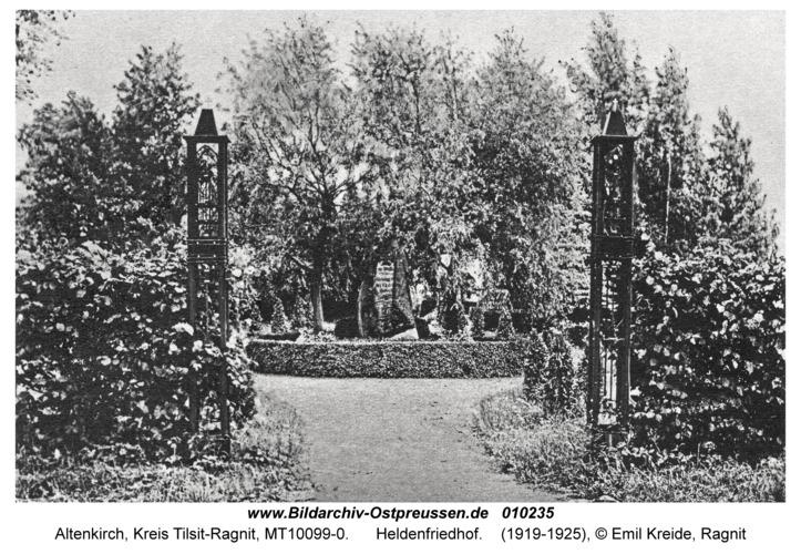 Altenkirch, Heldenfriedhof