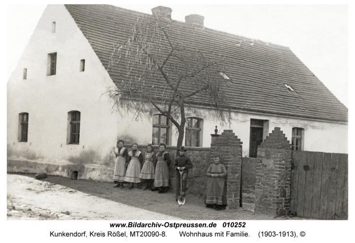 Kunkendorf, Wohnhaus mit Familie