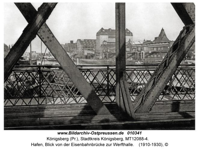 Königsberg, Hafen, Blick von der Eisenbahnbrücke zur Werfthalle