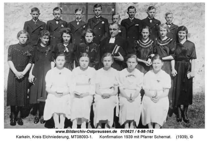 Karkeln, Konfirmation 1939 mit Pfarrer Schernat