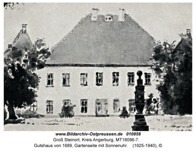 Groß Steinort Kr. Angerburg, Gutshaus von 1689, Gartenseite mit Sonnenuhr