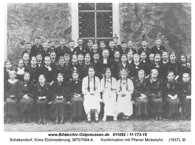 Schakendorf, Konfirmation mit Pfarrer Mickeluhn