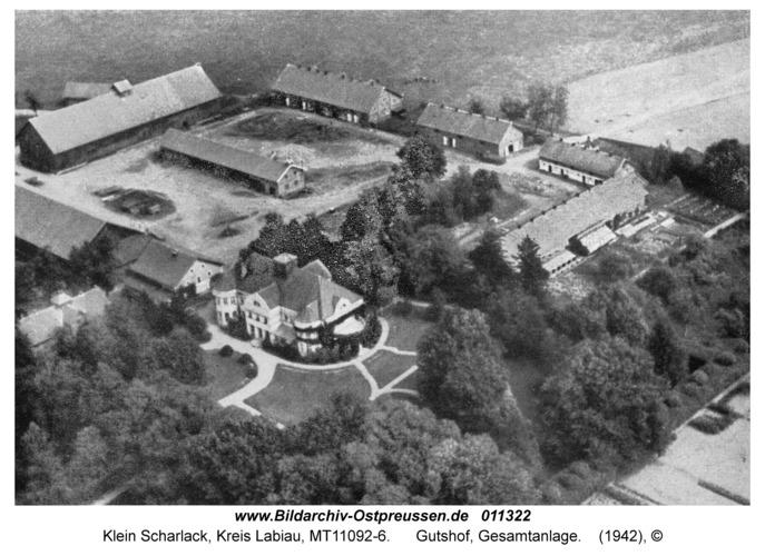 Klein Scharlack, Gutshof, Gesamtanlage