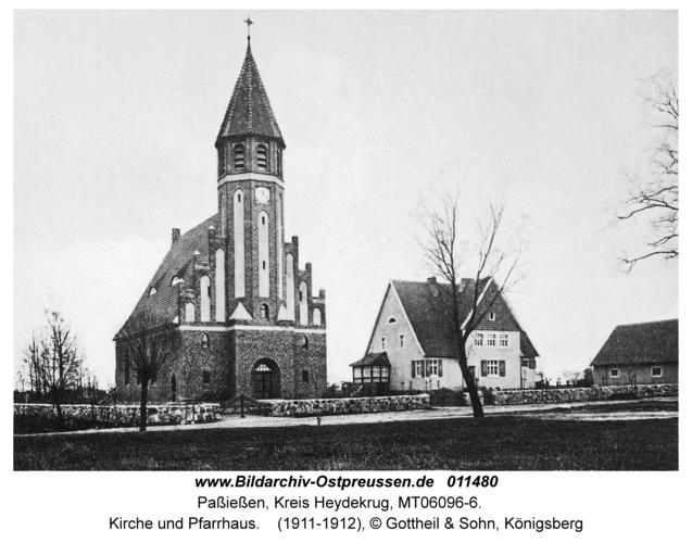 Paßießen, Kirche und Pfarrhaus