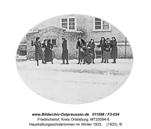 Friedrichshof, Haushaltungsschülerinnnen im Winter 1933