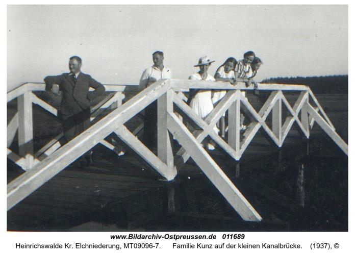 Heinrichswalde, Familie Kunz auf der kleinen Kanalbrücke