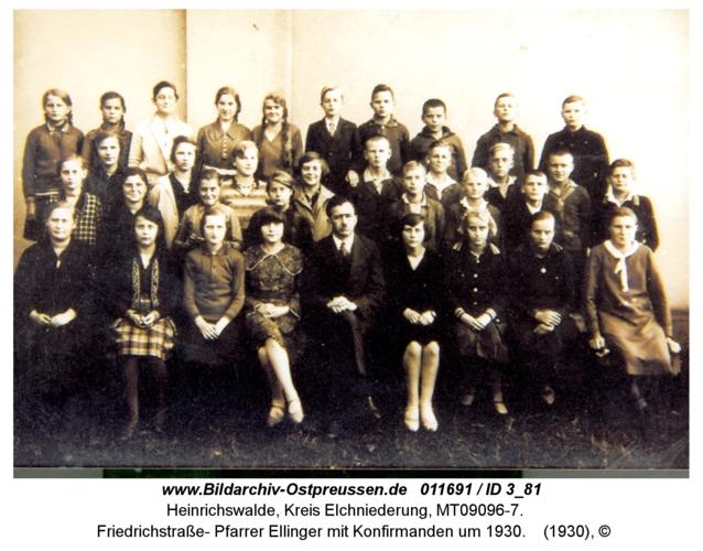 Heinrichswalde, Friedrichstraße, Pfarrer Ellinger mit Konfirmanden um 1930