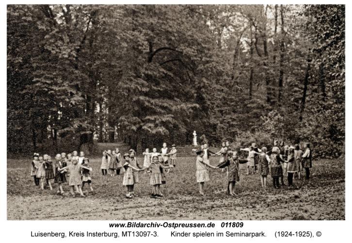 Luisenberg Kr. Insterburg, Kinder spielen im Seminarpark
