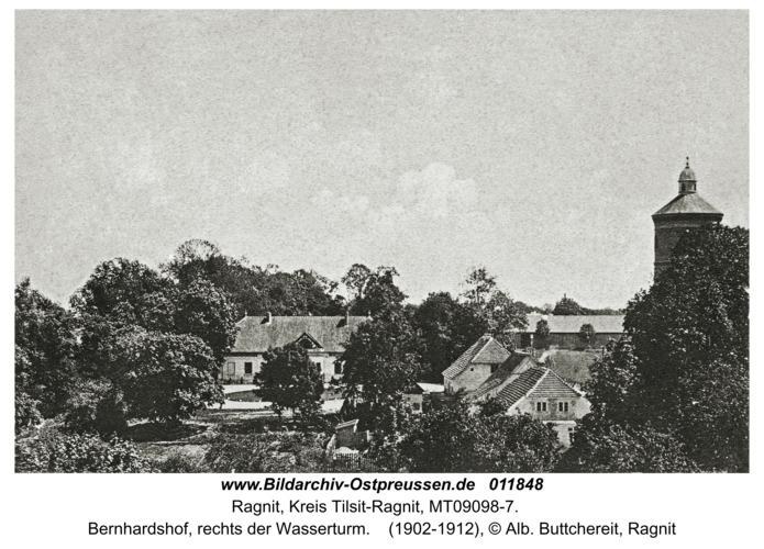 Ragnit, Bernhardshof, rechts der Wasserturm