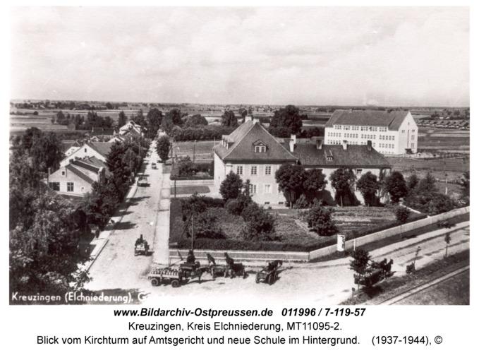 Kreuzingen, Blick vom Kirchturm auf Amtsgericht und neue Schule im Hintergrund