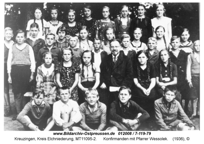 Kreuzingen, Konfirmanden mit Pfarrer Wessolek