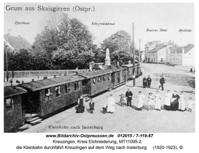 Kreuzingen, die Kleinbahn durchfährt Kreuzingen auf dem Weg nach Insterburg