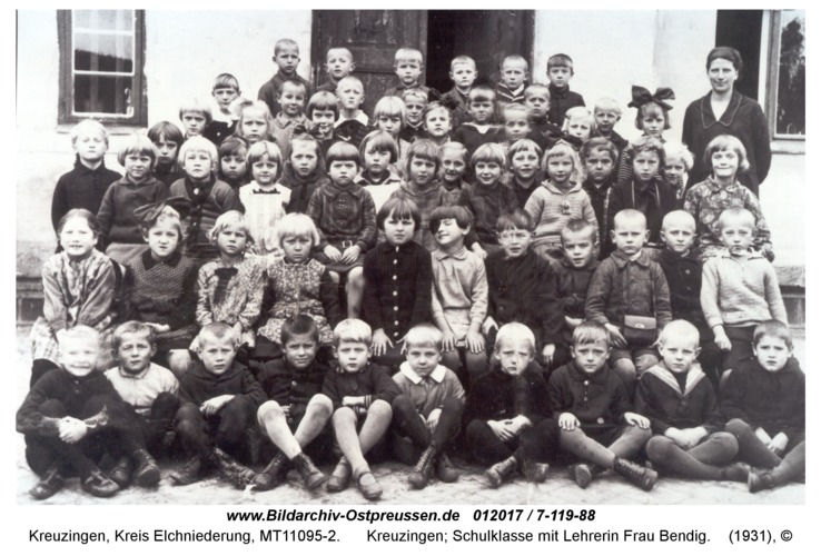 Kreuzingen; Schulklasse mit Lehrerin Frau Bendig