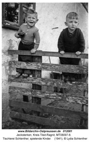 Jecksterken, Tischlerei Schlenther, spielende Kinder