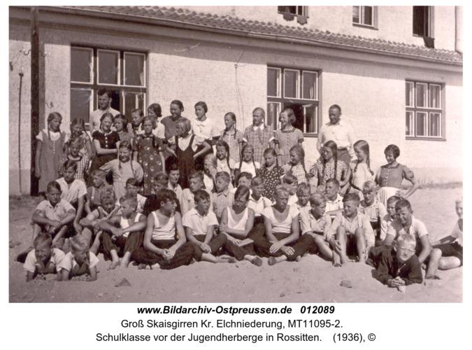 Kreuzingen, Schulklasse vor der Jugendherberge in Rossitten