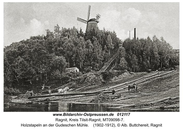 Ragnit, Holzstapeln an der Gudeschen Mühle