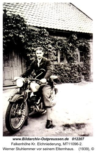 Falkenhöhe Kr. Elchniederung, Werner Stuhlemmer vor seinem Elternhaus