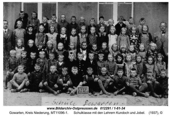 Gowarten, Schulklasse mit den Lehrern Kundoch und Jobel