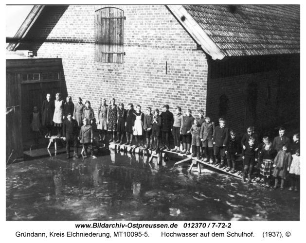 Gründann, Hochwasser auf dem Schulhof