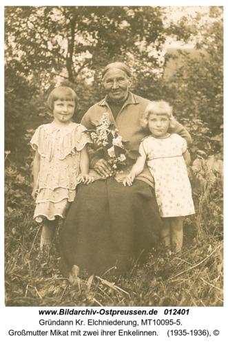 Gründann, Großmutter Mikat mit zwei ihrer Enkelinnen