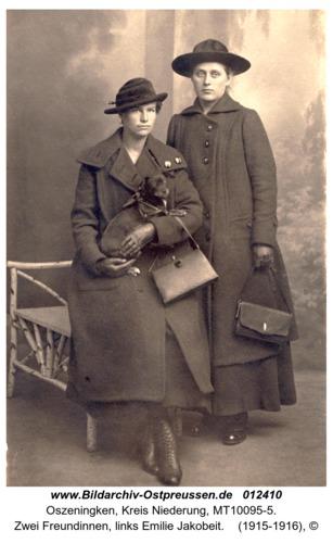 Oszeningken, zwei Freundinnen, links Emilie Jakobeit