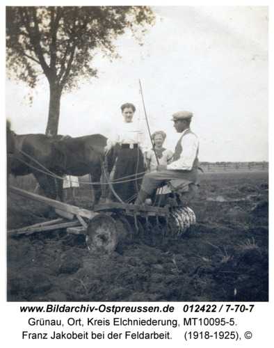 Grünau, Franz Jakobeit bei der Feldarbeit