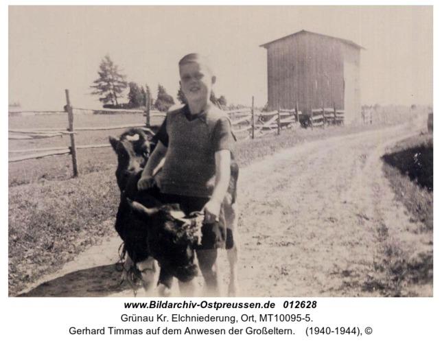 Grünau, Gerhard Timmas auf dem Anwesen der Großeltern