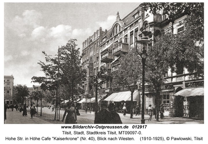 "Tilsit, Hohe Str. in Höhe Cafe ""Kaiserkrone"" (Nr. 40), Blick nach Westen"