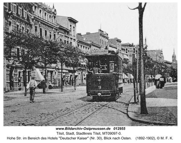 """Tilsit, Hohe Str. im Bereich des Hotels """"Deutscher Kaiser"""" (Nr. 30), Blick nach Osten"""