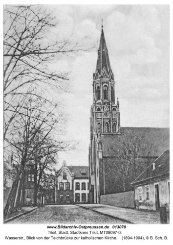 Tilsit, Wasserstr., Blick von der Teichbrücke zur katholischen Kirche