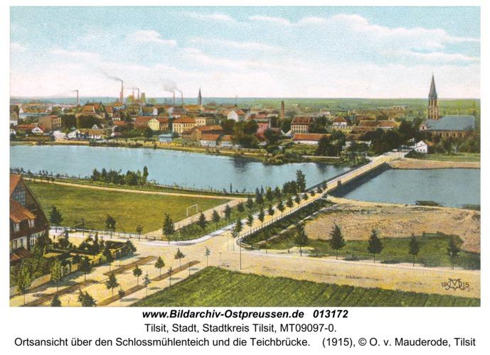 Tilsit, Ortsansicht über den Schlossmühlenteich und die Teichbrücke