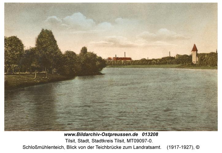 Tilsit, Schloßmühlenteich, Blick von der Teichbrücke zum Landratsamt