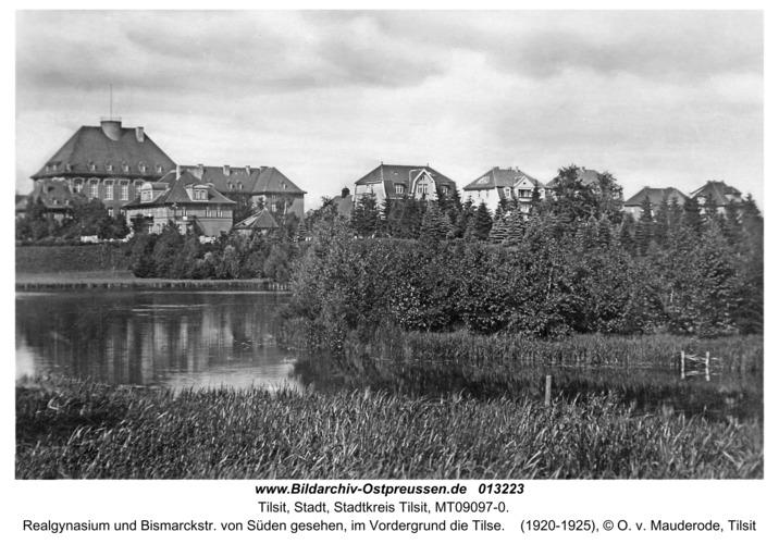 Tilsit, Realgynasium und Bismarckstr. von Süden gesehen, im Vordergrund die Tilse