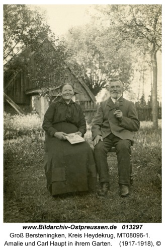 Groß Bersteningken, Amalie und Carl Haupt in ihrem Garten
