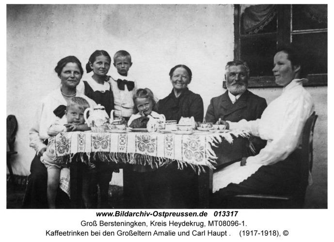 Groß Bersteningken, Kaffeetrinken bei den Großeltern Amalie und Carl Haupt