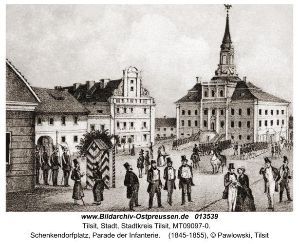 Tilsit, Schenkendorfplatz, Parade der Infanterie