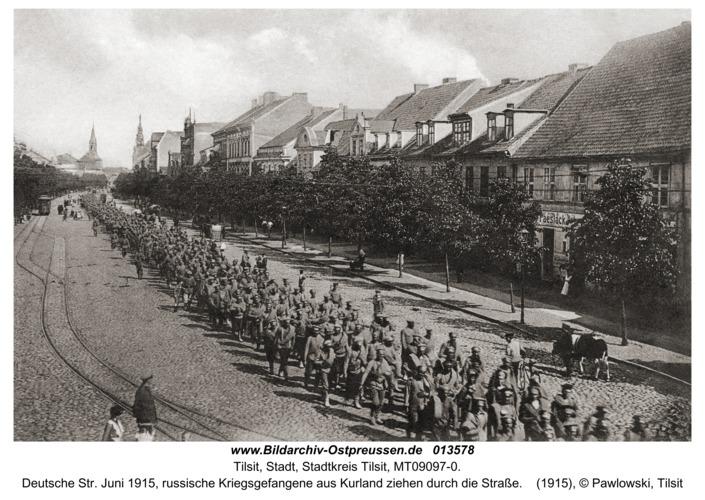 Tilsit, Deutsche Str. Juni 1915, russische Kriegsgefangene aus Kurland ziehen durch die Straße