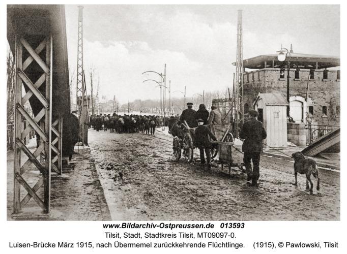 Tilsit, Luisen-Brücke März 1915, nach Übermemel zurückkehrende Flüchtlinge