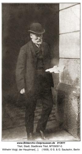 Tilsit, Wilhelm Voigt, der Hauptmann von Köpenick (*13.02. 1849 in Tilsit) verlässt seine Wohnung in der Kopfstr. in Rixdorf