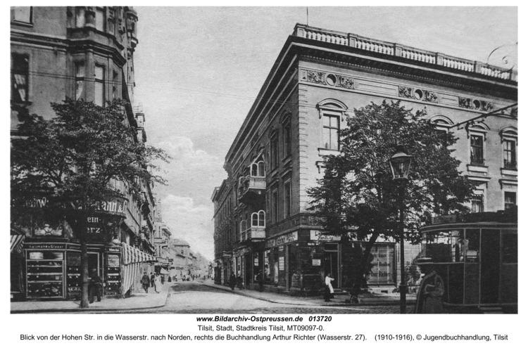 Tilsit, Blick von der Hohen Str. in die Wasserstr. nach Norden, rechts die Buchhandlung Arthur Richter (Wasserstr. 27)