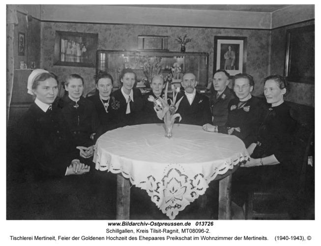 Schillgallen Kr. Tilsit-Ragnit, Tischlerei Mertineit, Feier der Goldenen Hochzeit des Ehepaares Preikschat im Wohnzimmer der Mertineits