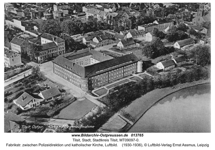Tilsit, Fabrikstr. zwischen Polizeidirektion und katholischer Kirche, Luftbild