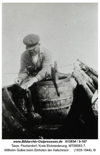 Tawe, Wilhelm Gulbis beim Einholen der Aalschnüre