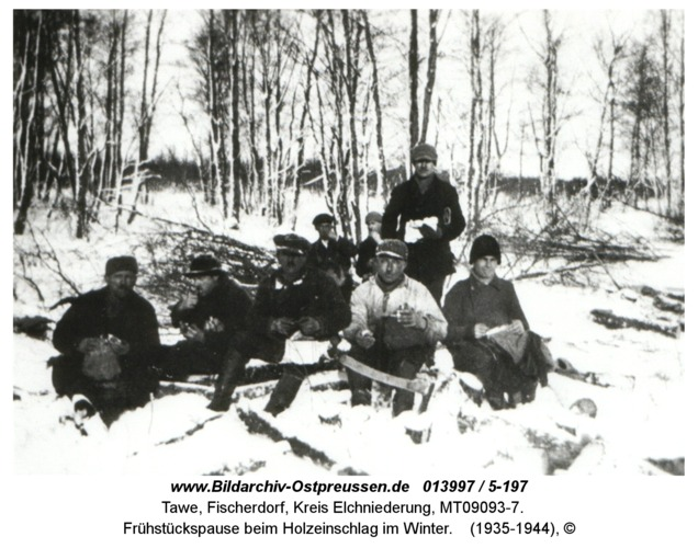 Tawe, Frühstückspause beim Holzeinschlag im Winter
