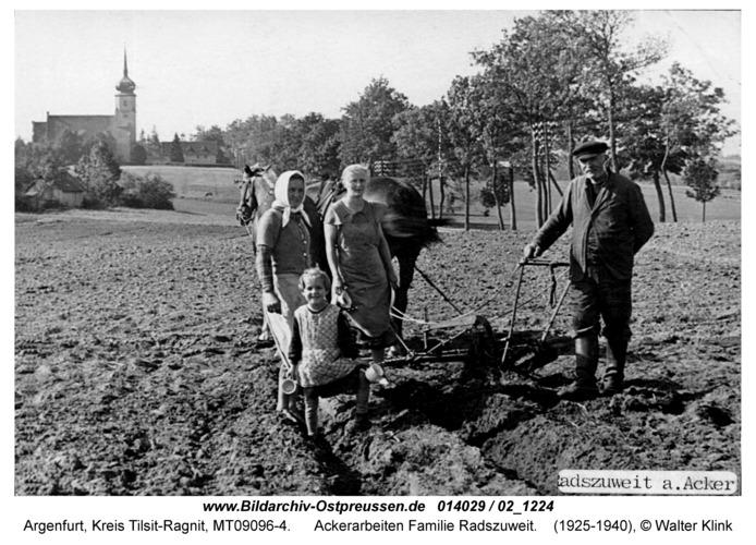 Argenfurt, Ackerarbeiten Familie Radszuweit