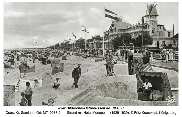 Cranz, Strand mit Hotel Monopol